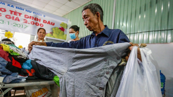 Phiên chợ Tết 2.000 đồng cho người nghèo giữa Sài Gòn